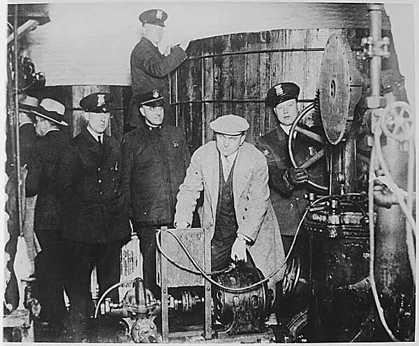 a history of the prohibition of alcohol in america The evolution of prohibition in the united states of america, westerville, ohio: american issue press (1920), pp 16 history of the alcohol and tobacco tax.